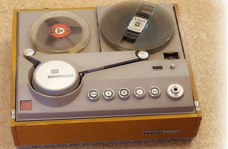 Первый видеомагнитофон Уран